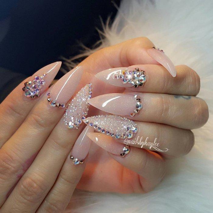 Дизайн ногтей с блёстками и стразами