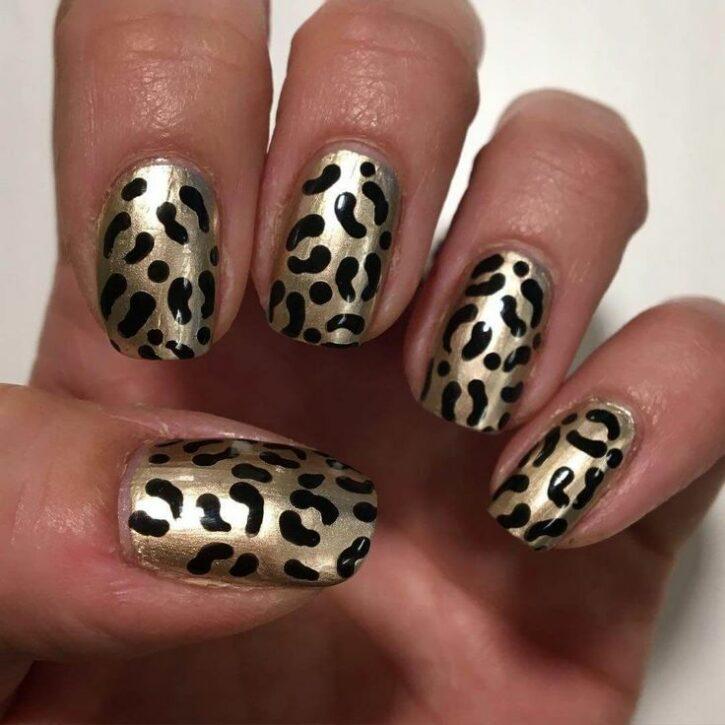 Дизайн ногтей с хищным принтом